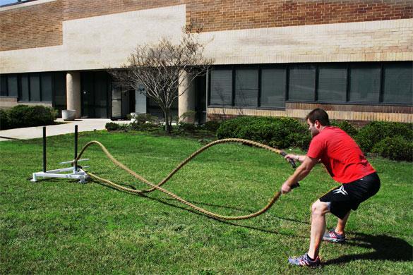 El entrenamiento funcional con cuerdas es una forma divertida de desarrollar la fuerza, la resistencia y los movimientos de rango amplio.